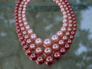 Vintage 3 strand pearl necklace