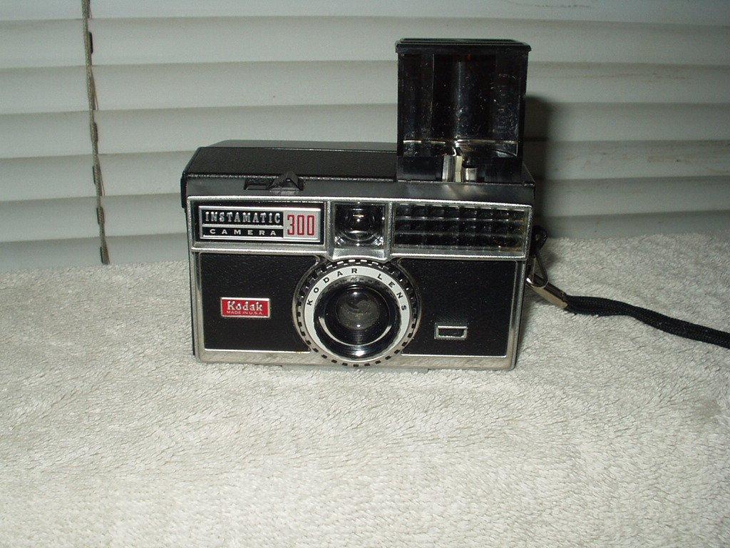 vintage kodak 35mm 300 instamatic camera only w/ kodar lens