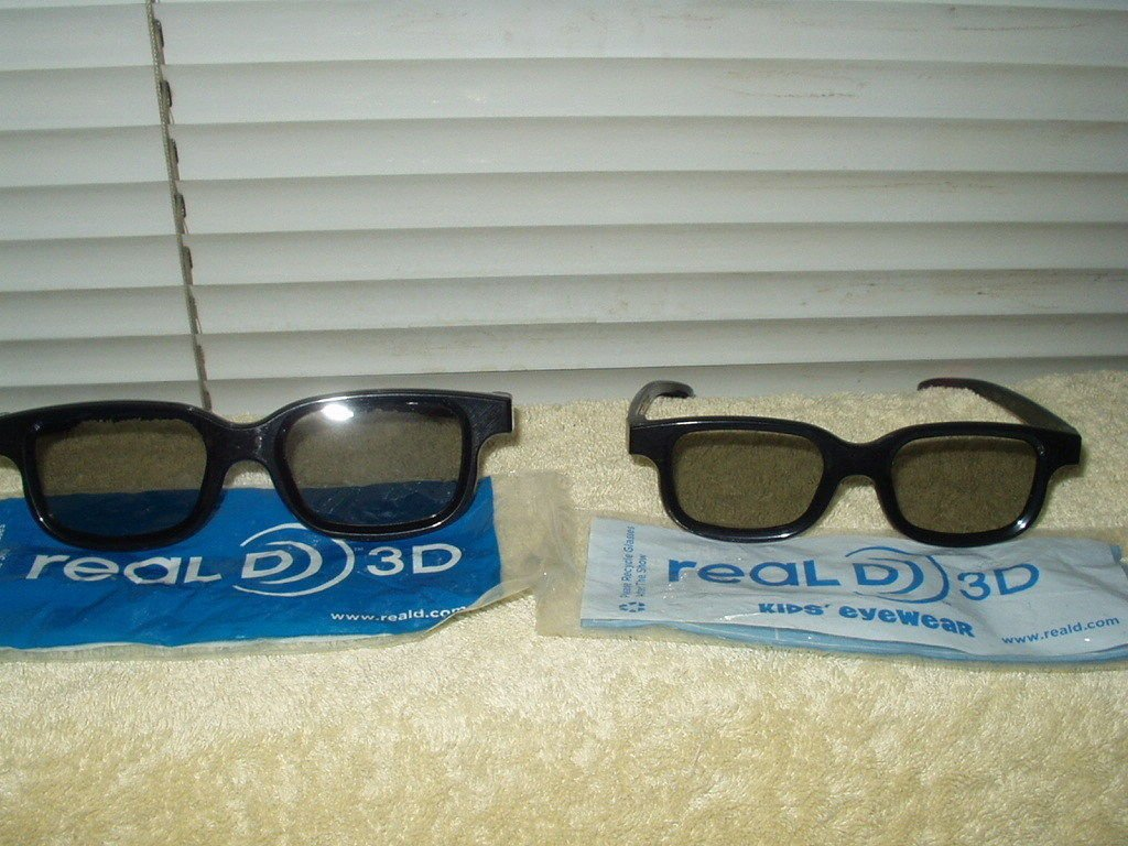 3d 3 d glasses real d brand 1 adult & 1 child's pair lot of 2 total
