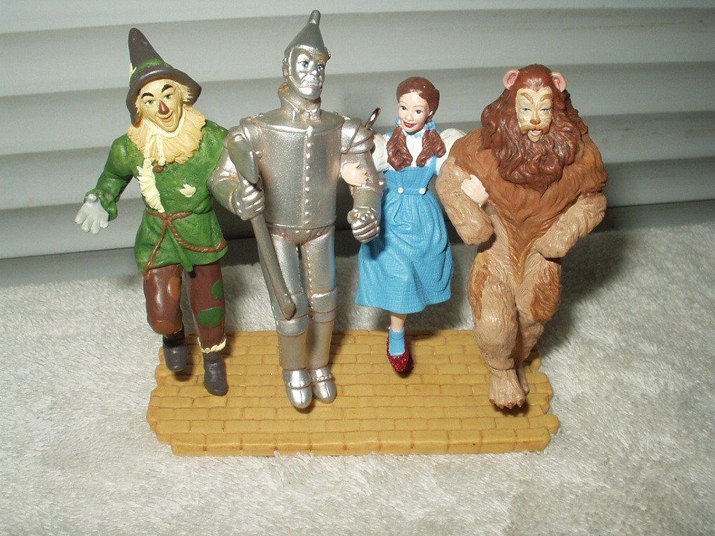 wizard of oz ornament hallmark year 2005 #s05 follow yellow brick road