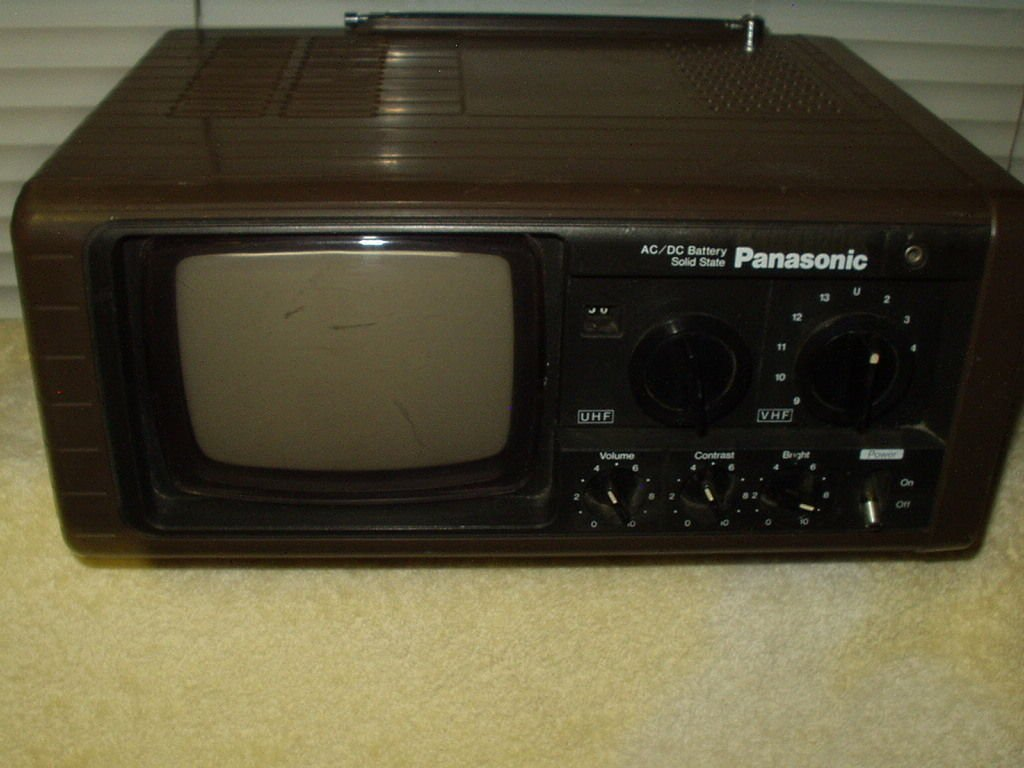 Panasonic Portable Solid State TV Model TR-515 AC/DC Vintage black & white