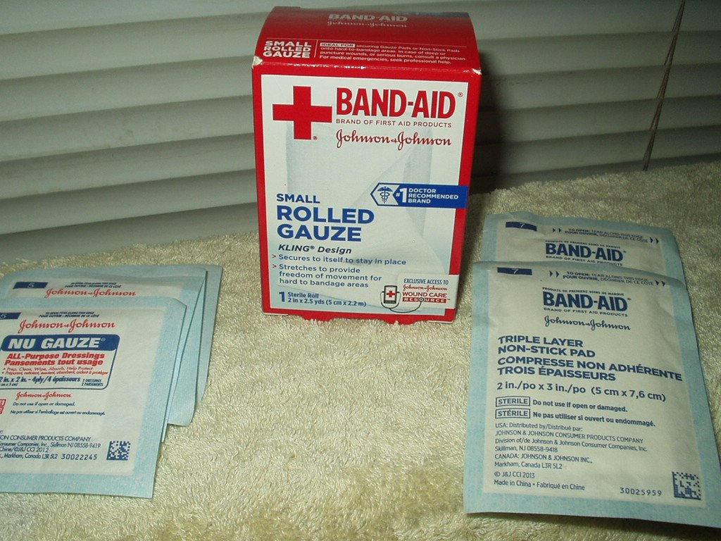 "band-aid rolled gauze 2"" x 2.5 yds + 3 2"" x 3"" & 4 2"" x 2""  all purpose pads"