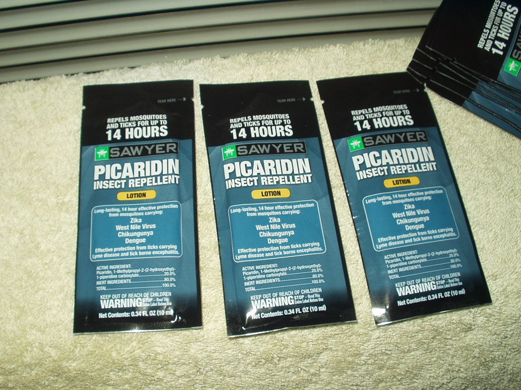 sawyer 20% picaridin insect repellent 11 each .34 oz lotion packets for ticks & mosquitoes