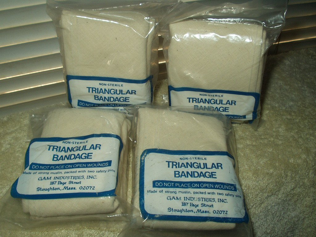 "triangular bandage muslim blend 40"" x 40"" x 56"" non-sterile w/pins lot of 4"