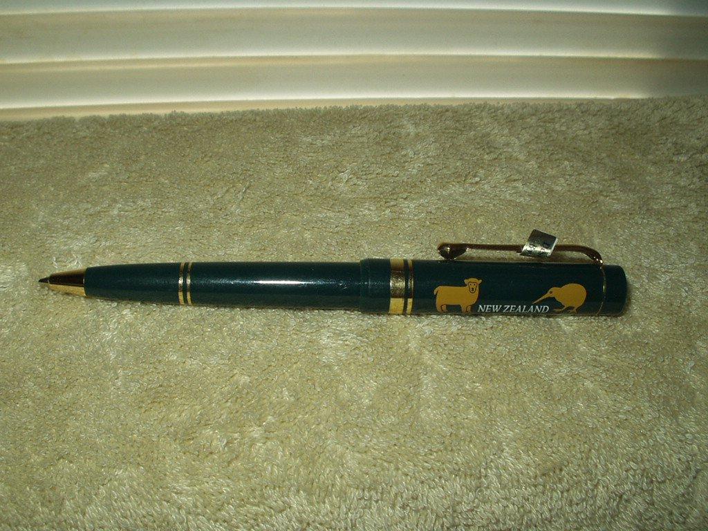 new zealand writing pen w/ kiwi bird & sheep figures green & gold colored trim