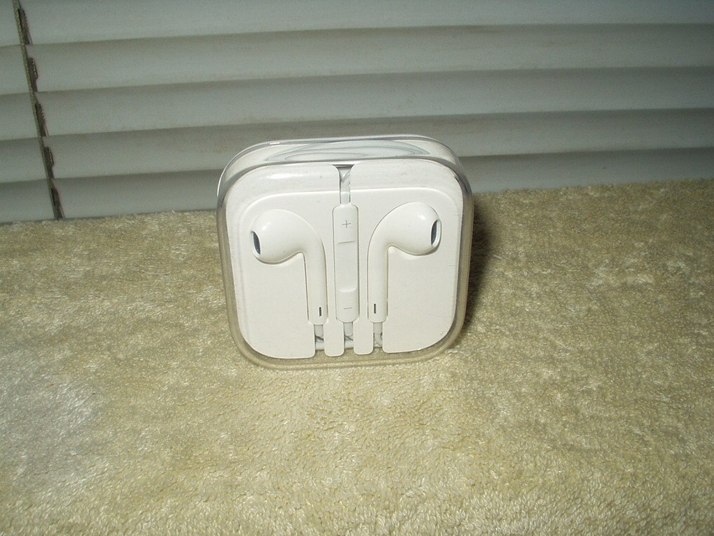 apple earpods earbudswith microphone 3.5mm connection for any device universal