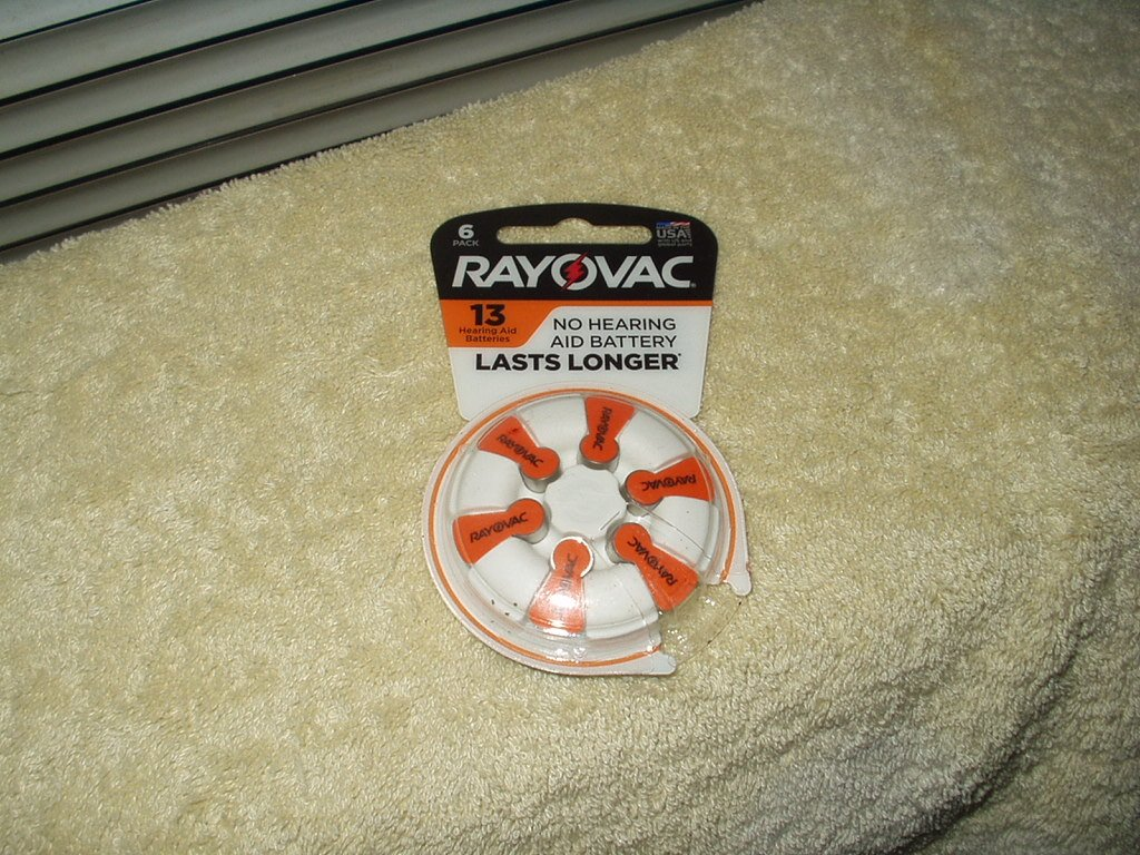 rayovac size 13 hearing aid batteries 1 set of 6 each 1.45 volts exp 04/2022