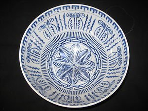 CHINESE PORCELAIN EXPORT BLUE AND WHITE BOWL