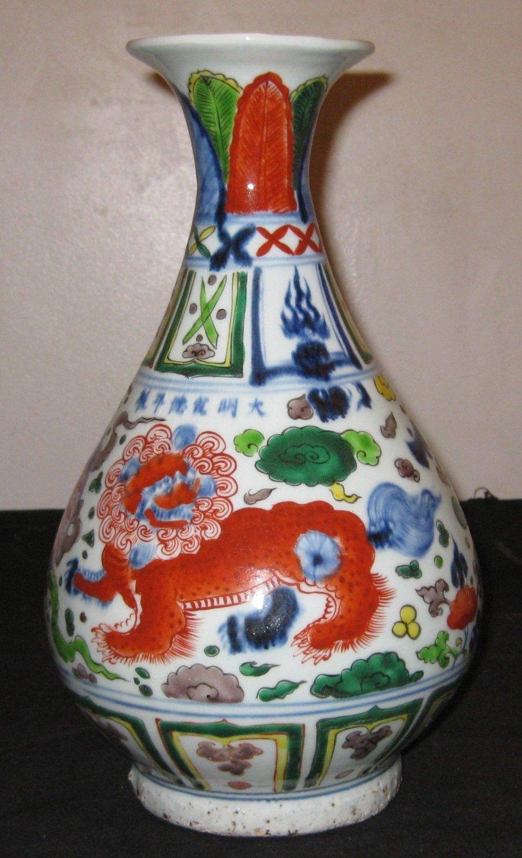 Antique Chinese Porcelain Dragons Vase 18th Century Ming