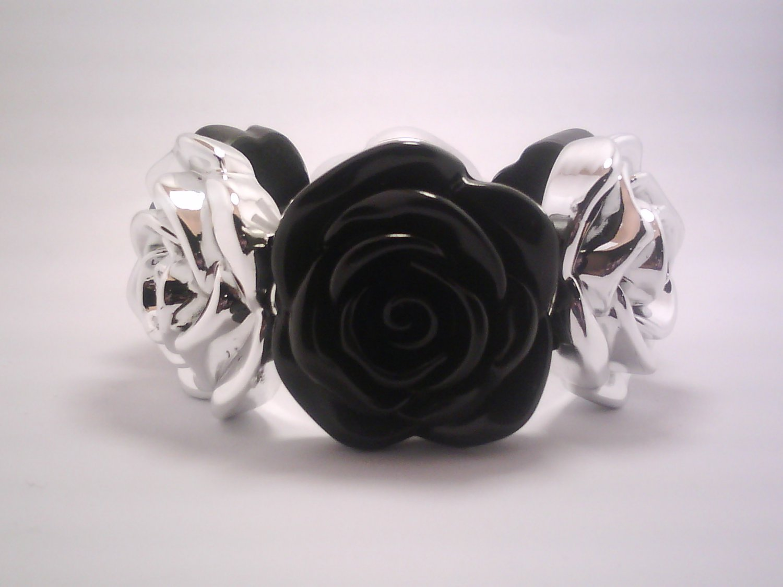 Black Flower Stretch Bracelet