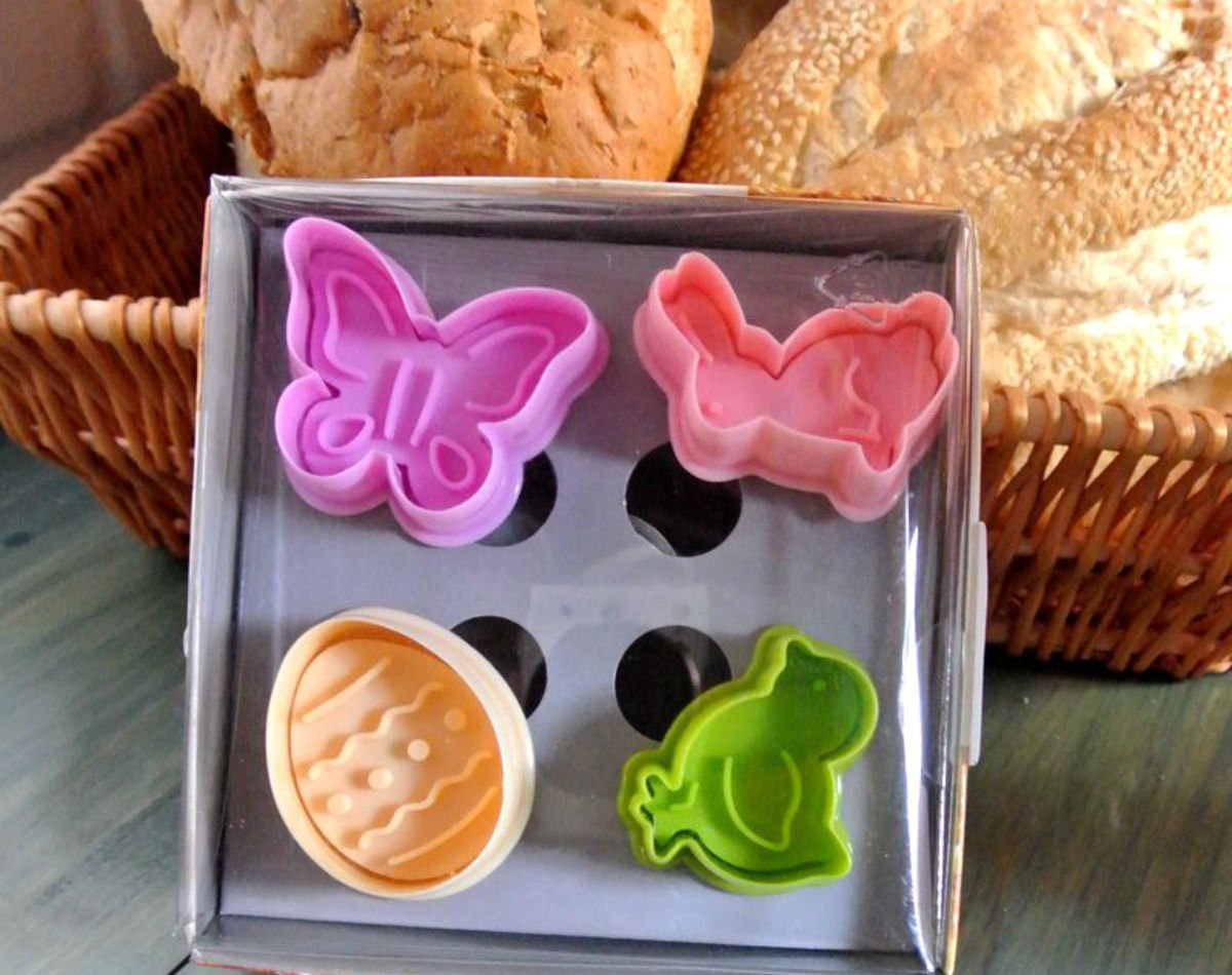 Cookie Cutter Stamp Mold 4pcs ADORABLE EASTER Series DIFFERENT SHAPE Pie Crust Cutter Set