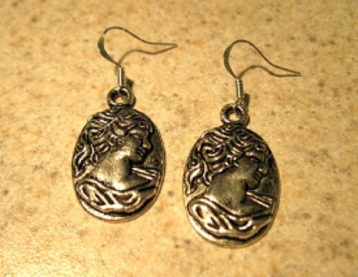 Earrings Pierced Tibetan Silver Cameo Lady Charm NEW #734