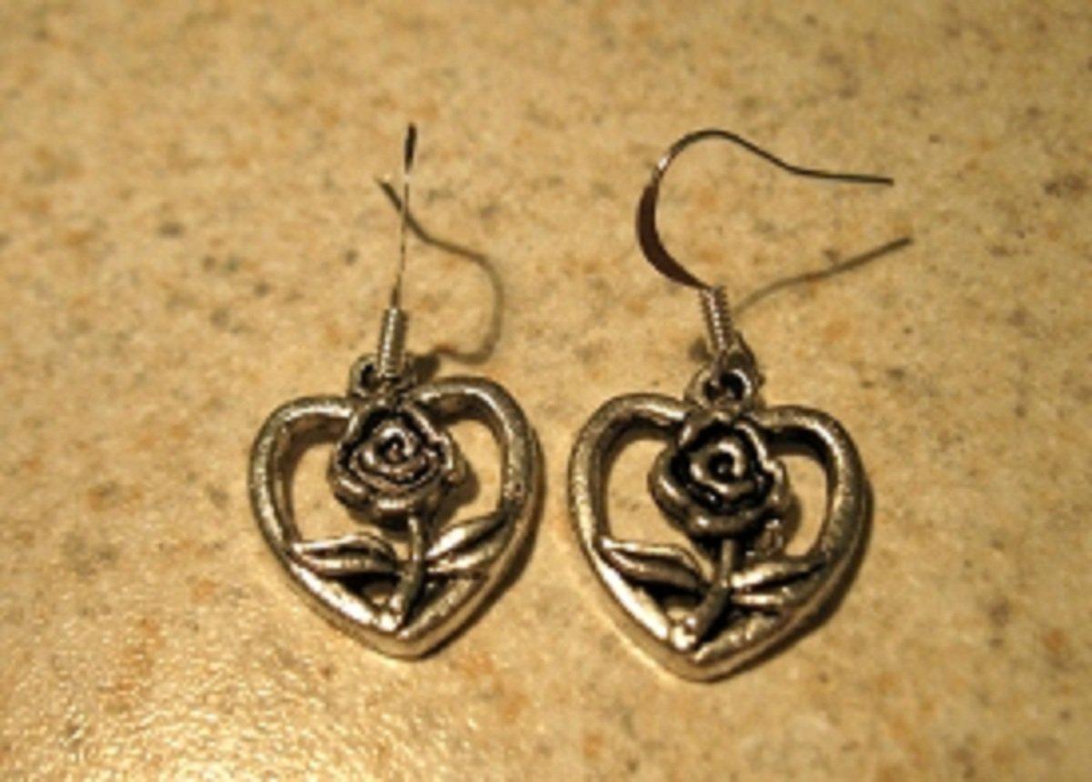 Earrings Pierced Tibetan Silver Heart Charm NEW #740