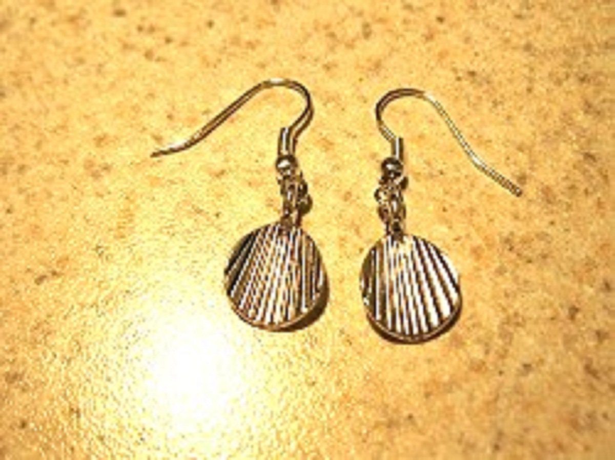 Earrings Pierced Tibetan Silver Shell Charm NEW #454