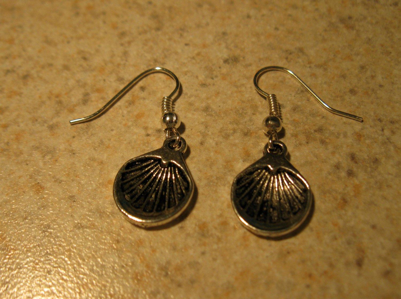 Earrings Tibetan Silver Shell Charm Pierced Dangle NEW #447