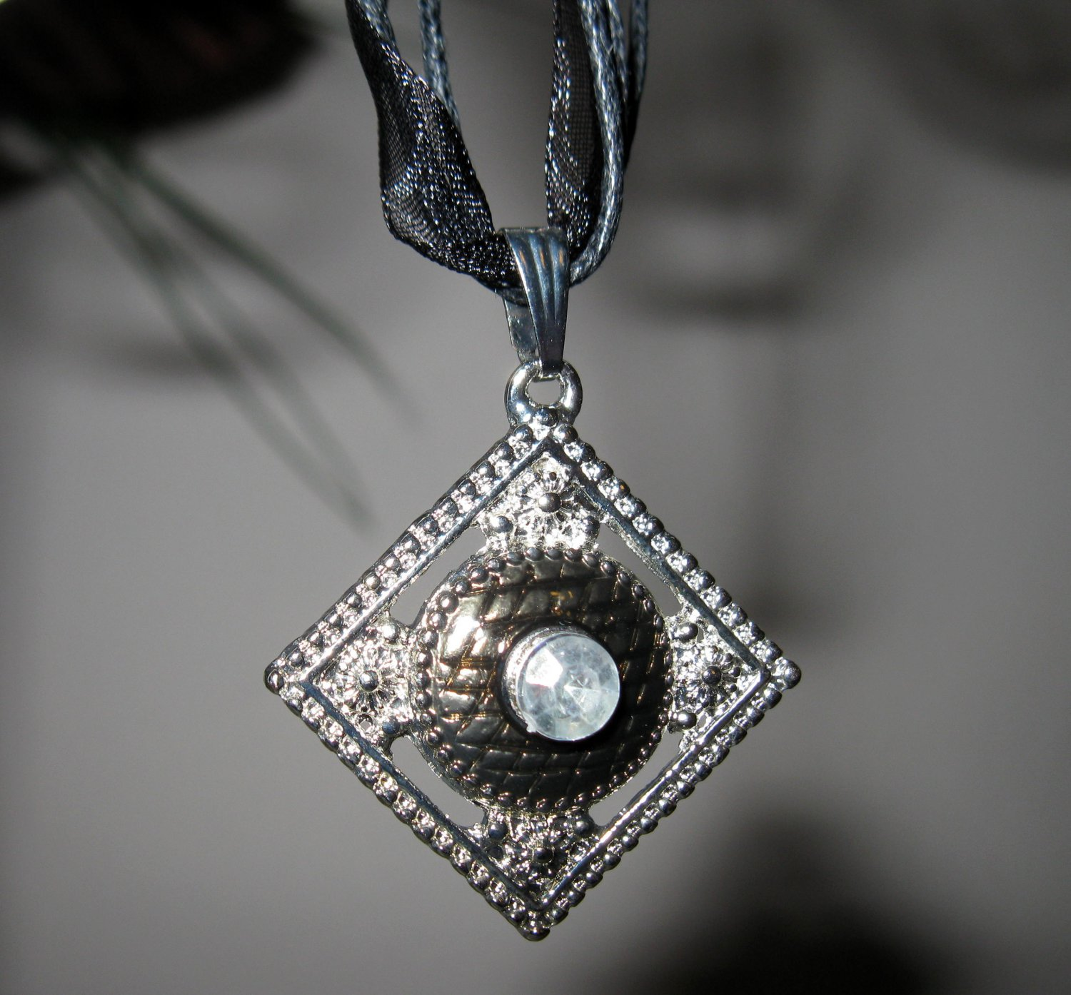 Beautiful Necklace & Pendant Silver & Black Diamond Shaped #621