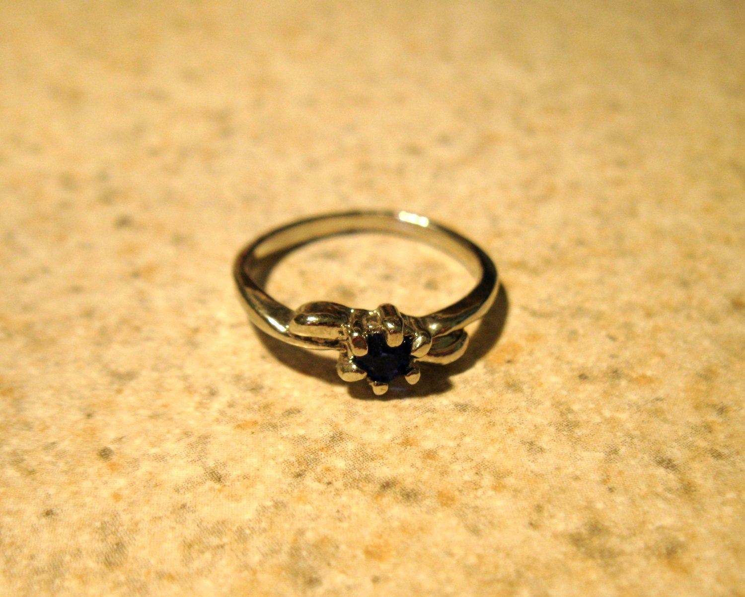 Lovely Blue Sapphire Solitaire Ring Size 5.5 New! #777
