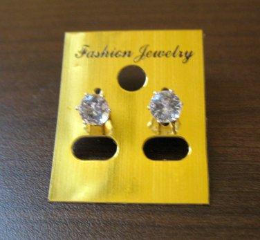 Stunning Diamond Stud Pierced Earrings Beautiful & New #D436