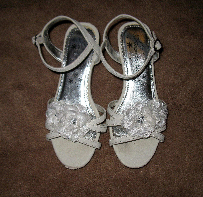 Beautiful White Flower Sandals By WonderKids Child Size 1 Nice! #X215