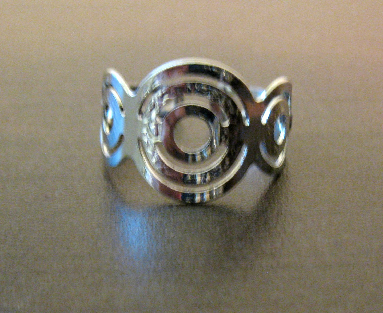 Beautiful Silver Circle Adjustable Ring Size 7 NEW! #D556C