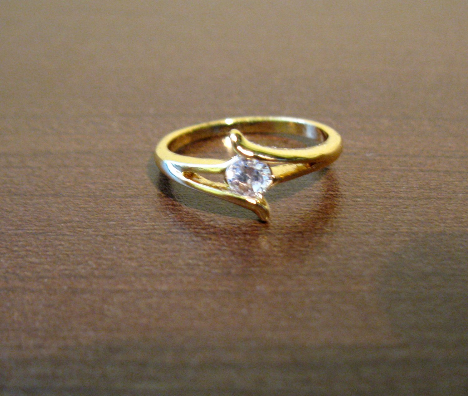 Stunning Gold Round CZ Solitaire Ring Size 8 NEW! #D566