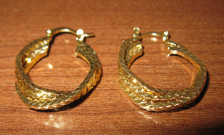 Lovely Gold Twist Hoop Earrings 1.25 in New! #D979