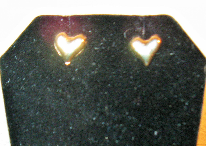 Pretty Gold Heart Stud Earrings New! #D1009