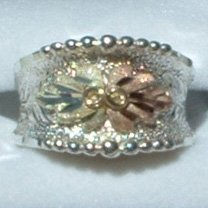 Black Hills Gold 2 Leaves Sterling Silver Ladies Band Ring
