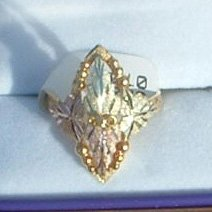 Black Hills Gold 4 Leaves Grapes Large Ladies Ring