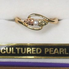 Black Hills Gold Leaves White Pearl Ladies Ring