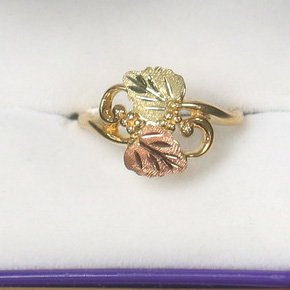 Black Hills Gold 2 Leaf, Vines And Grape Clusters Ladies Ring