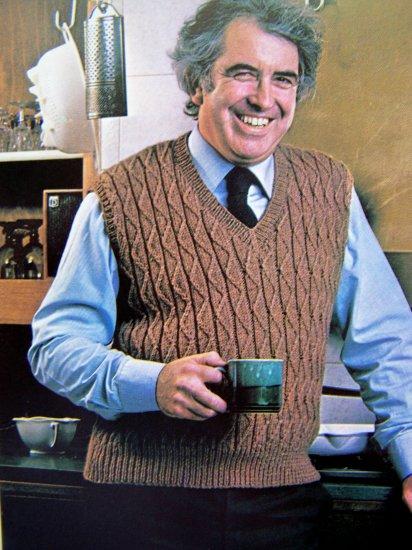 1 Cent USA S&H Mens V Neck Pullover Sweater Vintage Knitting Pattern Body Chest 38 40 42