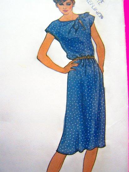 Vogue Vintage Pullover Dress Side Front Neckline Slit Tie Seam Pockets Sewing Pattern B34 # 7935