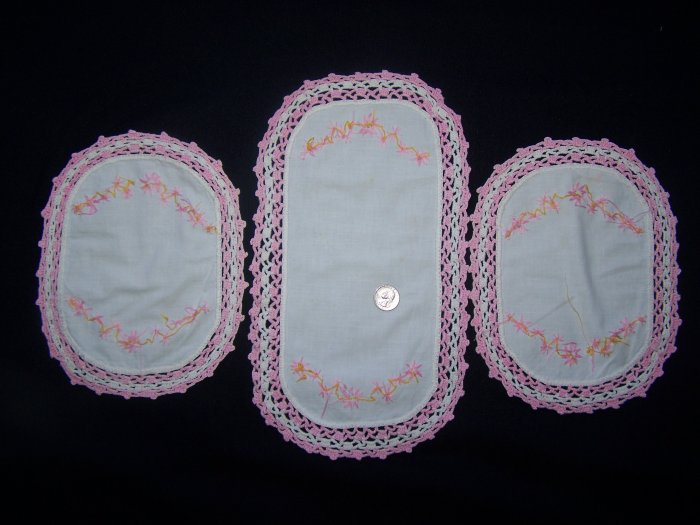 3 Pink Vintage Set Doilies Table Toppers Crocheted Edge Embroidered Flowers Doily 1 Penny USA S&H