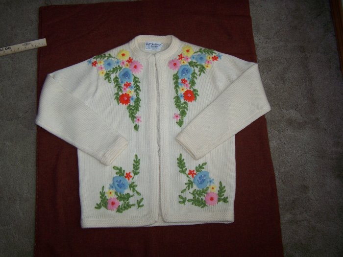 Vintage Hong Kong Full Fashioned 100% Virgin Wool Large Floral Sweater WPL #