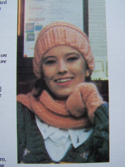 USA 1 Cent S&H Vintage KNitting Patterns Hat Scarf Mittens Set Adult Sizes