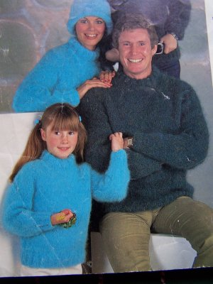 1 Cent USA S&H Vintage Knitting Patterns 11 Family Sized Bulky Winter Sweaters & Hat 4725