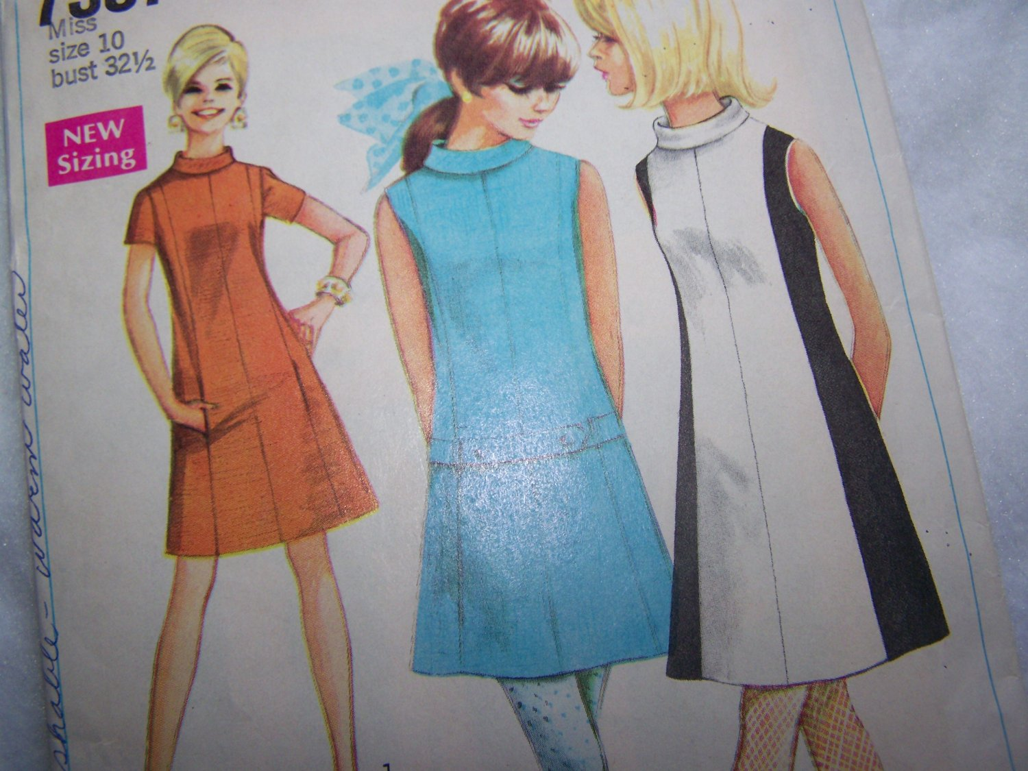 60s Vintage Sewing Pattern Simplicity 7587 Misses A Line Dress 2 Lengths Bust 32.5