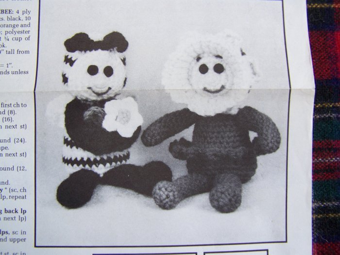 USA 1 Penny S&H Vintage Annie's Crochet Pattern Club Daffodil & Bumblebee Doll Patterns