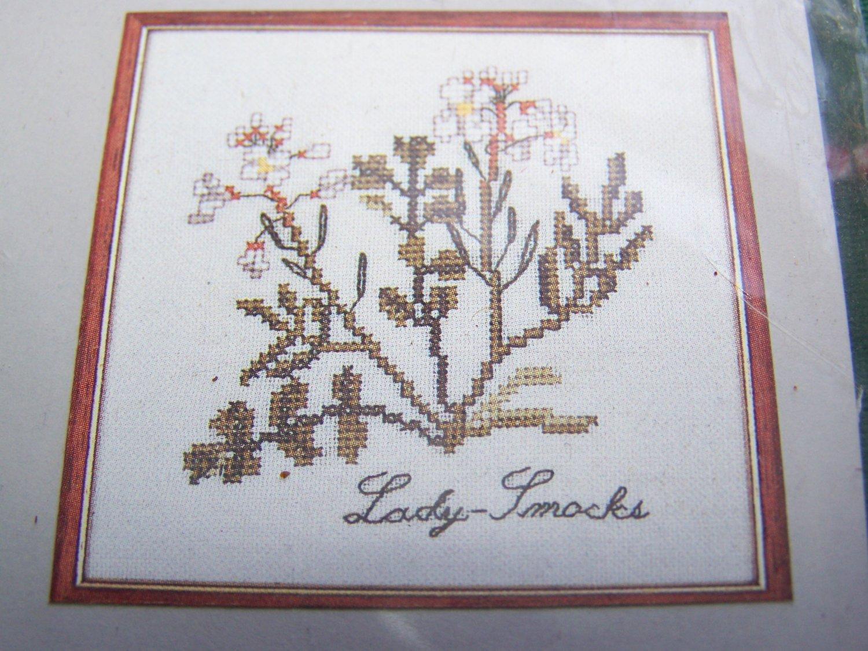 New Lady Smocks Floral Cross Stitch Craft Kit Elizabeth Stuart Designs 333