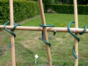 Assembly twists for poles