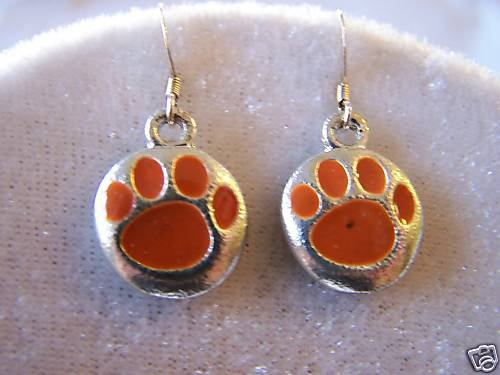 TIGER FANS WILL LOVE THESE TIGER PAW ORANGE EARRINGS