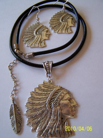 INDIAN CHIEF HEAD & FEATHER SILVER PENDANT NECKLACE