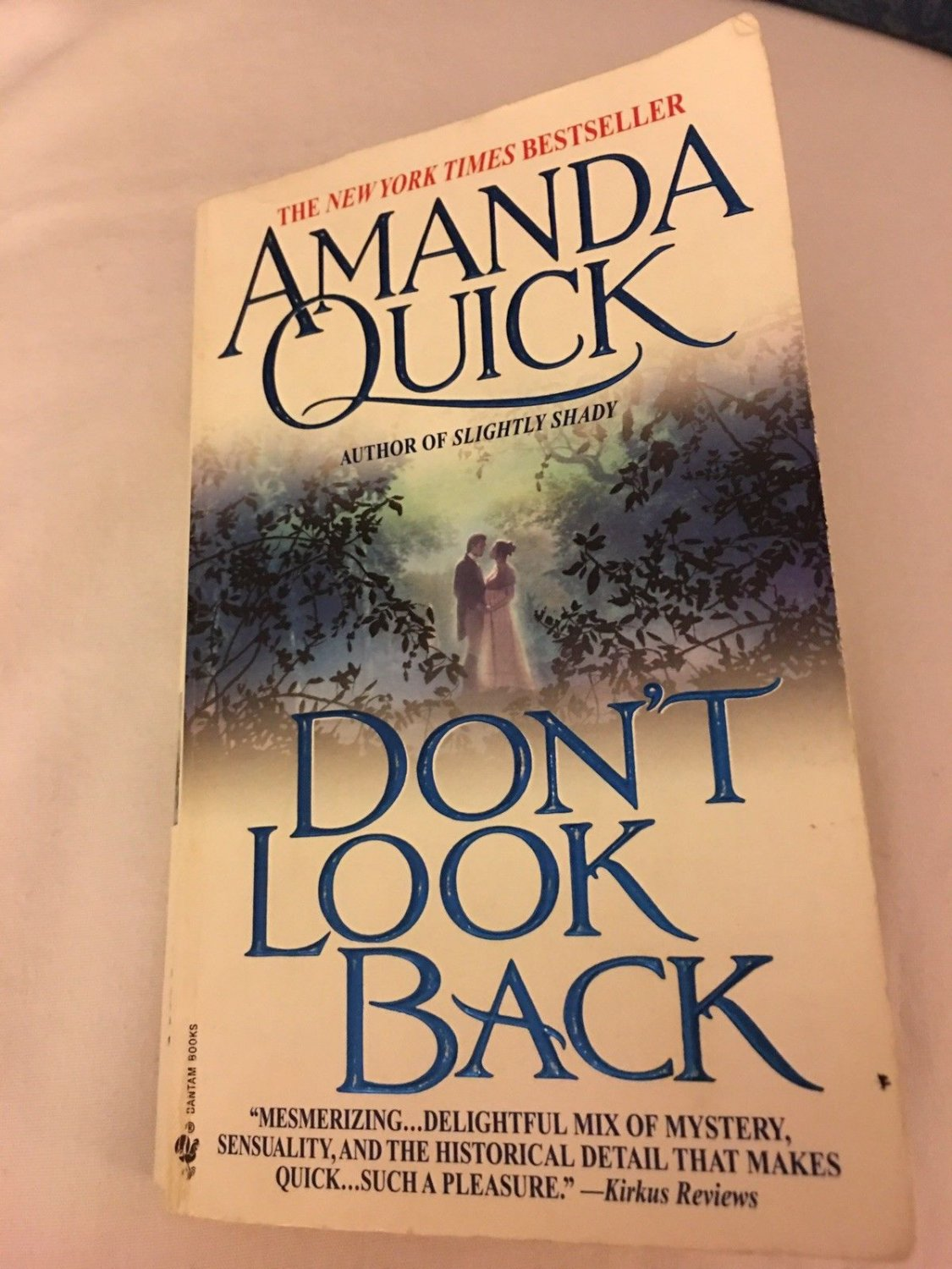 DON'T LOOK BACK IN PAPERBACK BY AMANDA QUICK BOOK 2 LAVINIA LAKE & TOBIAS MARCH