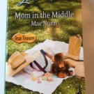 MOM IN THE MIDDLE BY MAE NUNN IN PAPERBACK - INCLUDES FREE SHIPPING
