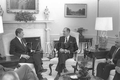 Israel & U.S president Chaim Herzog with U.S. President ronald reagan wonderful photo still #8