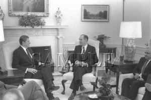 Israel & U.S president Chaim Herzog with U.S. President ronald reagan wonderful photo still #8
