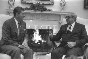 Israel & U.S president Yithak Navon with U.S. President ronald reagan wonderful photo still #10