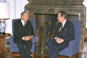 Israel & U.S president Chaim Herzog with U.S. President George Bush wonderful photo still #13