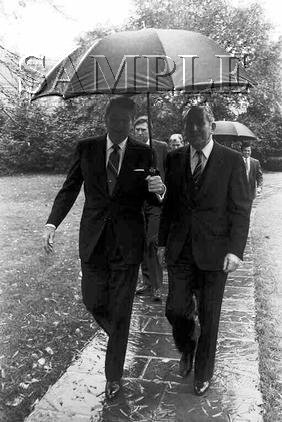 Israel & U.S president Chaim Herzog with U.S. President ronald reagan wonderful photo still #14